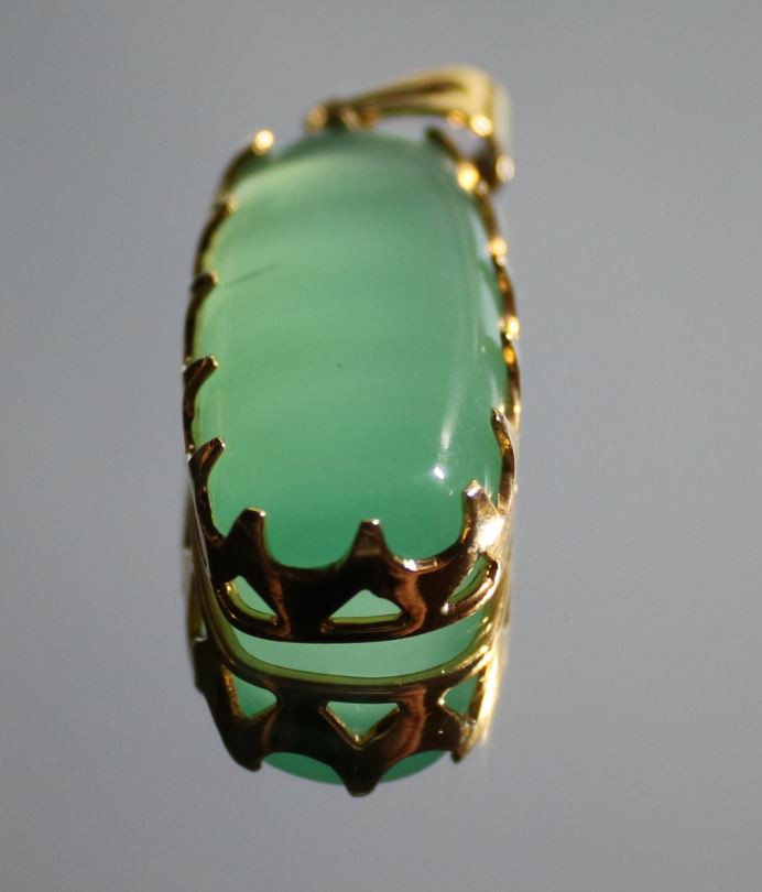 Green Cats Eye Calcite 23.88ct Solid 18K Yellow Gold Pendant