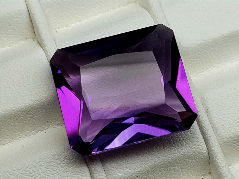 22.35Crt Natural Amethyst Stone JIAM34