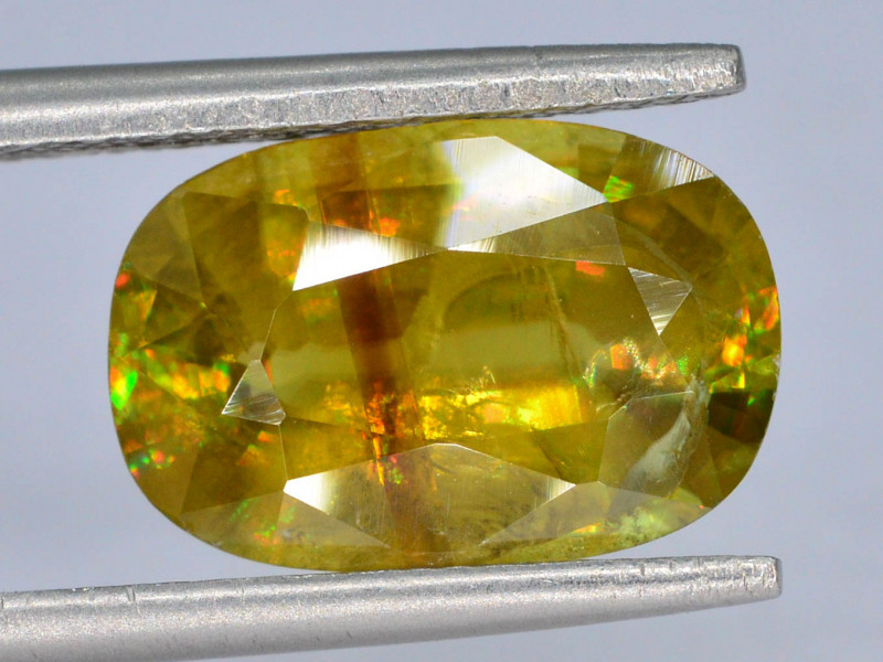 AAA Sparking 3.70 ct Mezmarizing Dispersion Sphene