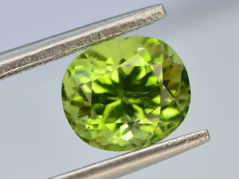Exquisit Color 2.10 ct Himalayan Peridot ~ Pakistan~ G S