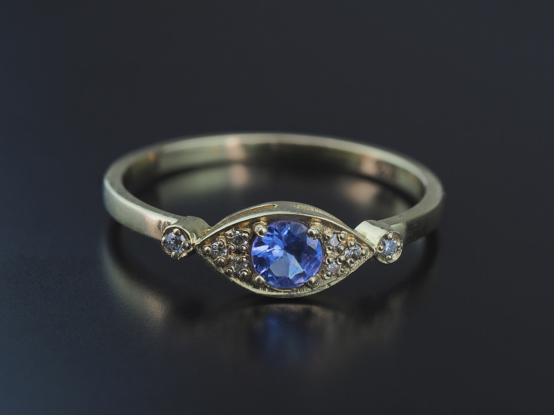 14k yellow gold ring with tanzanite and diamonds