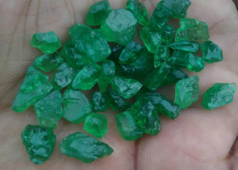 112 CTS TOP VIVID GREEN COLOUR TSAVORITE. FROM KENYA