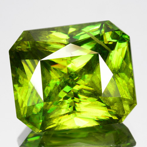 ~SPARKLING~ 9.05 Cts Natural Radium Green Sphene Radiant Cut Russia ~FLASHI