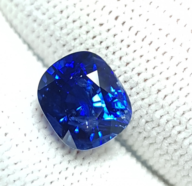 GIA CERTIFIED 4.23 CTS NATURAL STUNNING CUSHION CUT ROYAL BLUE SAPPHIRE