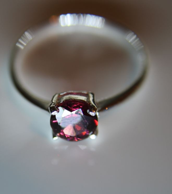 Pyrope Garnet 1.40ct Platinum Finish Solid 925 Sterling Silver Solitaire Ri
