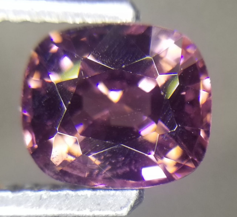 Spinell, 2.00ct, VVS, Unheated and untreated top stone!