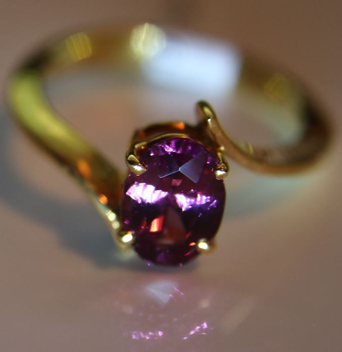 Umbalite Garnet 2.02ct Solid 18K Yellow Gold Solitaire Ring   Size 8