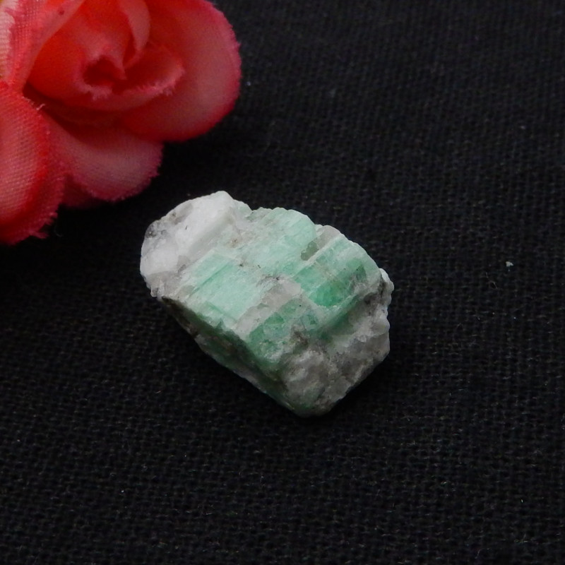 20.5cts Natural Emerald Rough Stone,Heated Treatment,21x13x10mm,20.5ct F604
