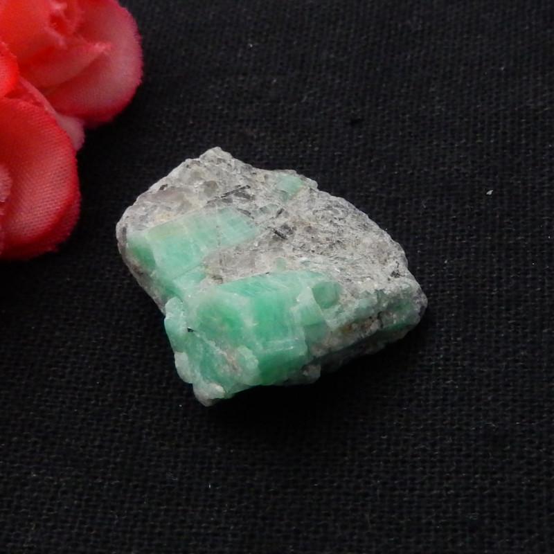 Natural Nugget Emerald Specimen,Heated Treatment27x24x13mm,60.5ct F605