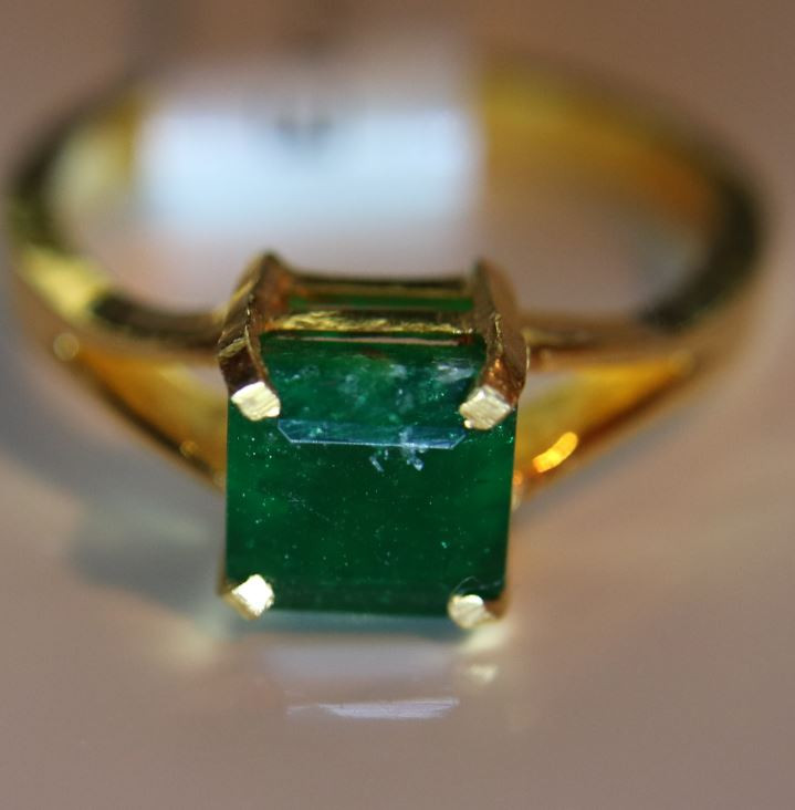 Emerald 2.14ct Solid 22K Yellow Gold Solitaire Ring      Size 8
