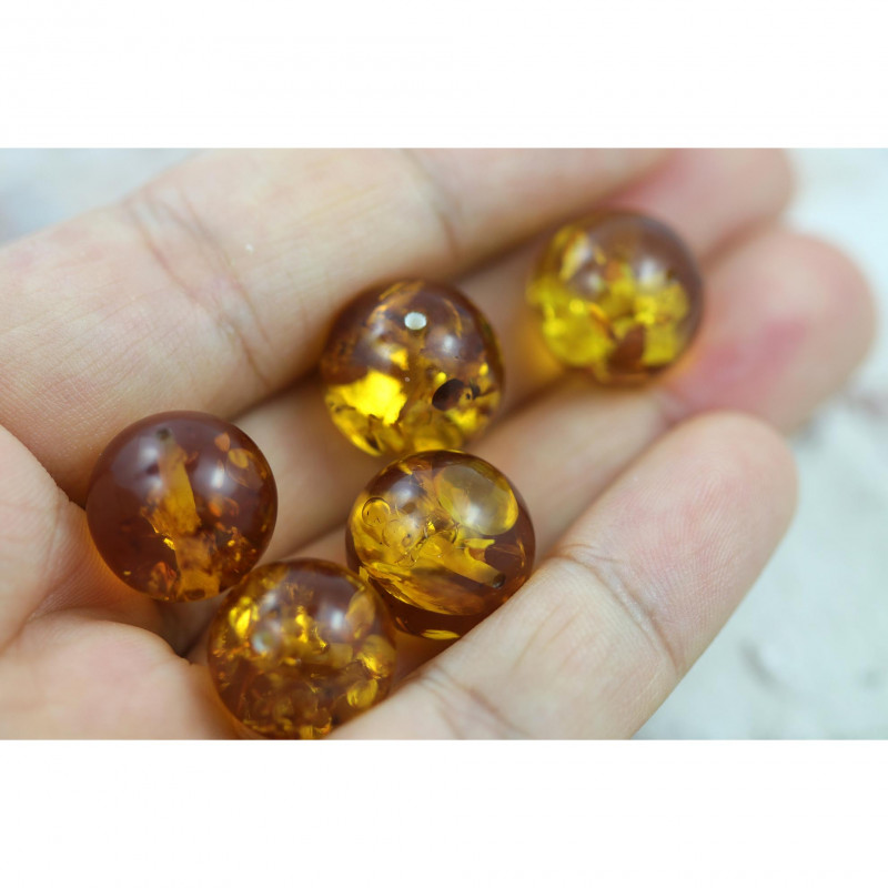 38  Cts Gold Yellow Amber Beads 13 mm    AM 1632