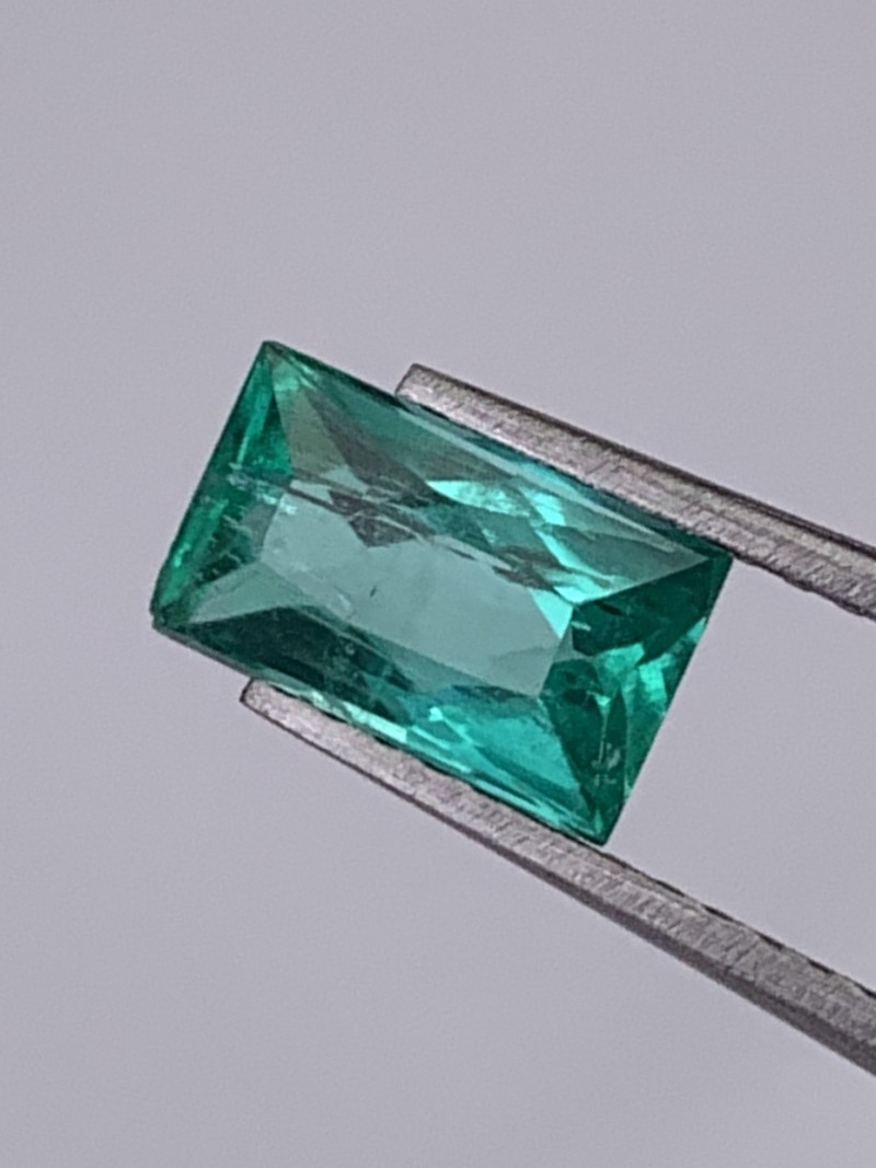 Colombian Emerald Vivid Green Color Very Lustrous Top Quality 0.98Cts