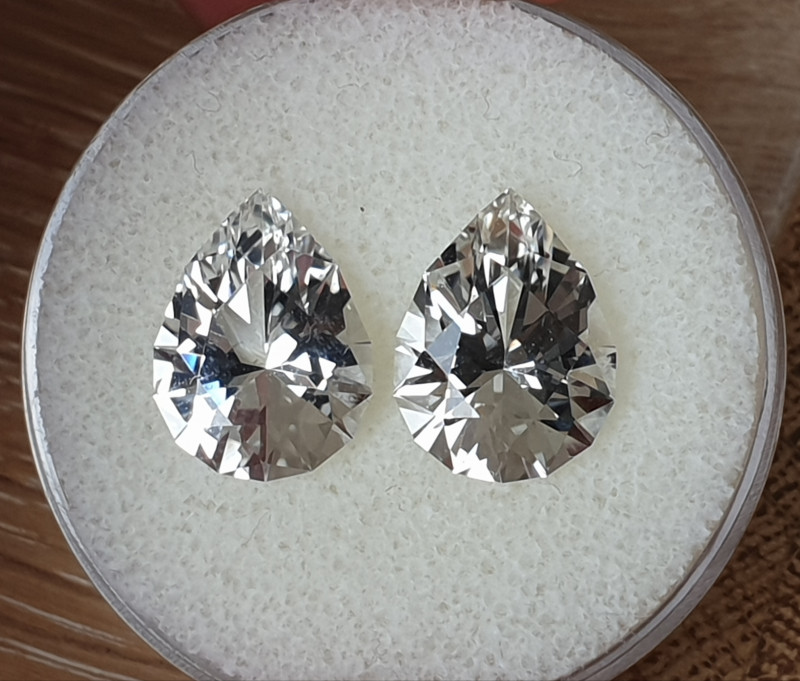 10,86ct White Topaz pair - Master cut!