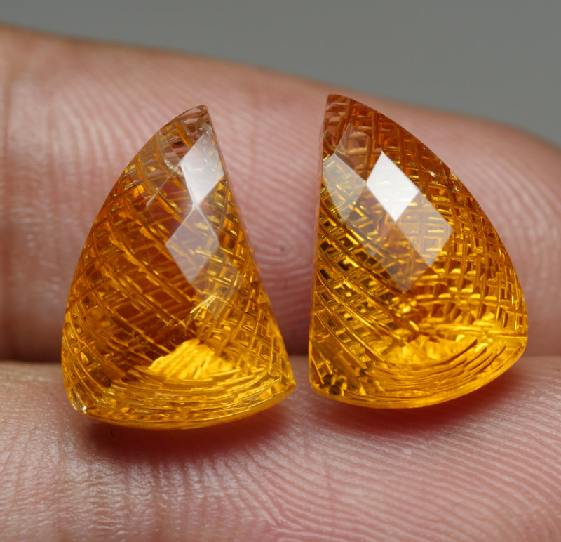 11.5CRT BEAUTY PAIR CARVING YELLOW CITRINE -
