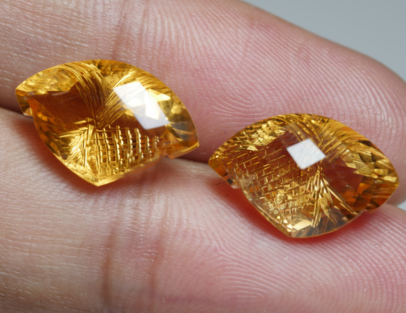 14.00CRT BEAUTY PAIR YELLOW CITRINE CARVING -