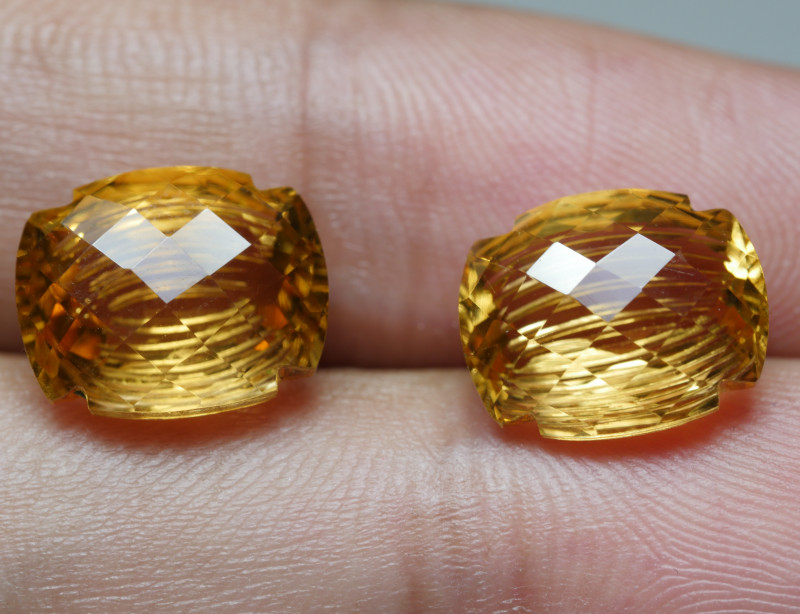10.5CRT BEAUTY PAIR CARVING YELLOW CITRINE -