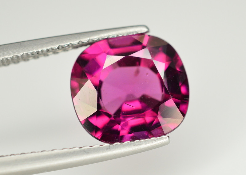 Rare 4.00 Ct Natural Grape Garnet From Mozambique. RA
