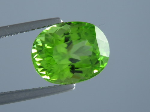 5.35ct Natural Beautiful Oval Cut Apple Green Colour Peridot From Pakistan