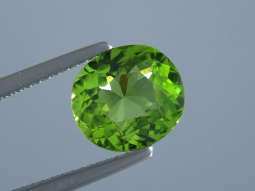 2.70ct Natural Beautiful Oval Cut Apple Green Colour Peridot From Pakistan