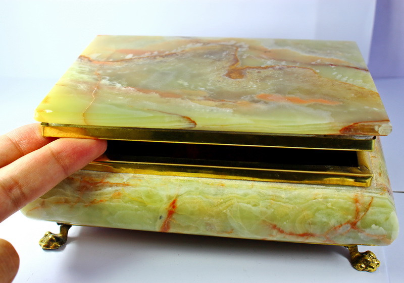 8890 CT Natural - Unheated Onyx Carved Jewelry Box Shape