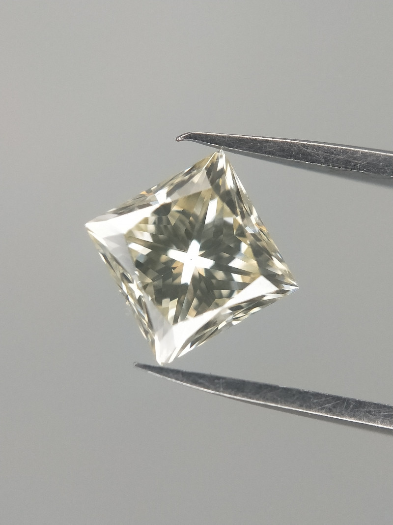 VS Diamond , Princess Cut Diamond , Awesome Lustre  , 0.71 cts
