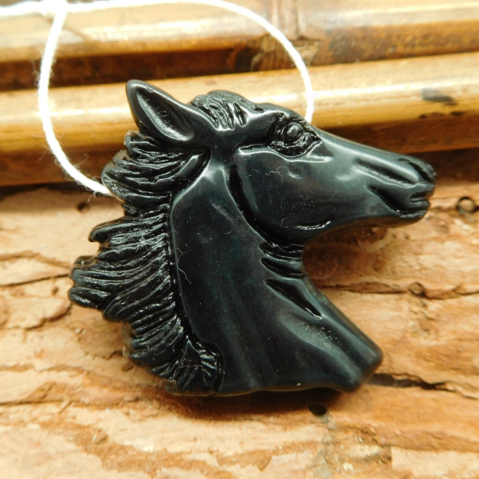 Carved obsidian horse head pendant (G1858)