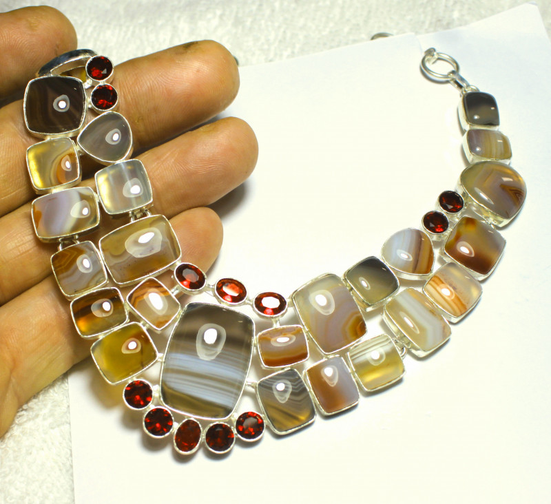 411.0 Tcw. Agate, Sterling Silver Necklace - Gorgeous