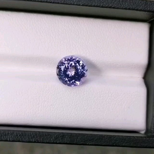 3.64cts 9mm natural tanzanite only heated, Light blue rare, internally flaw