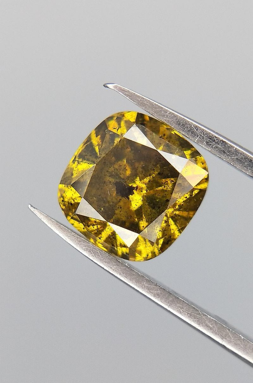 0.61 cushion cut diamond, Greenish color diamond ,Salt and pepper diamond