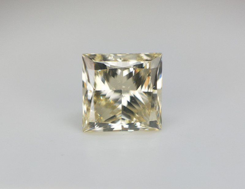 0.84 cts , VS natural Diamond , Princess cut , HD Video