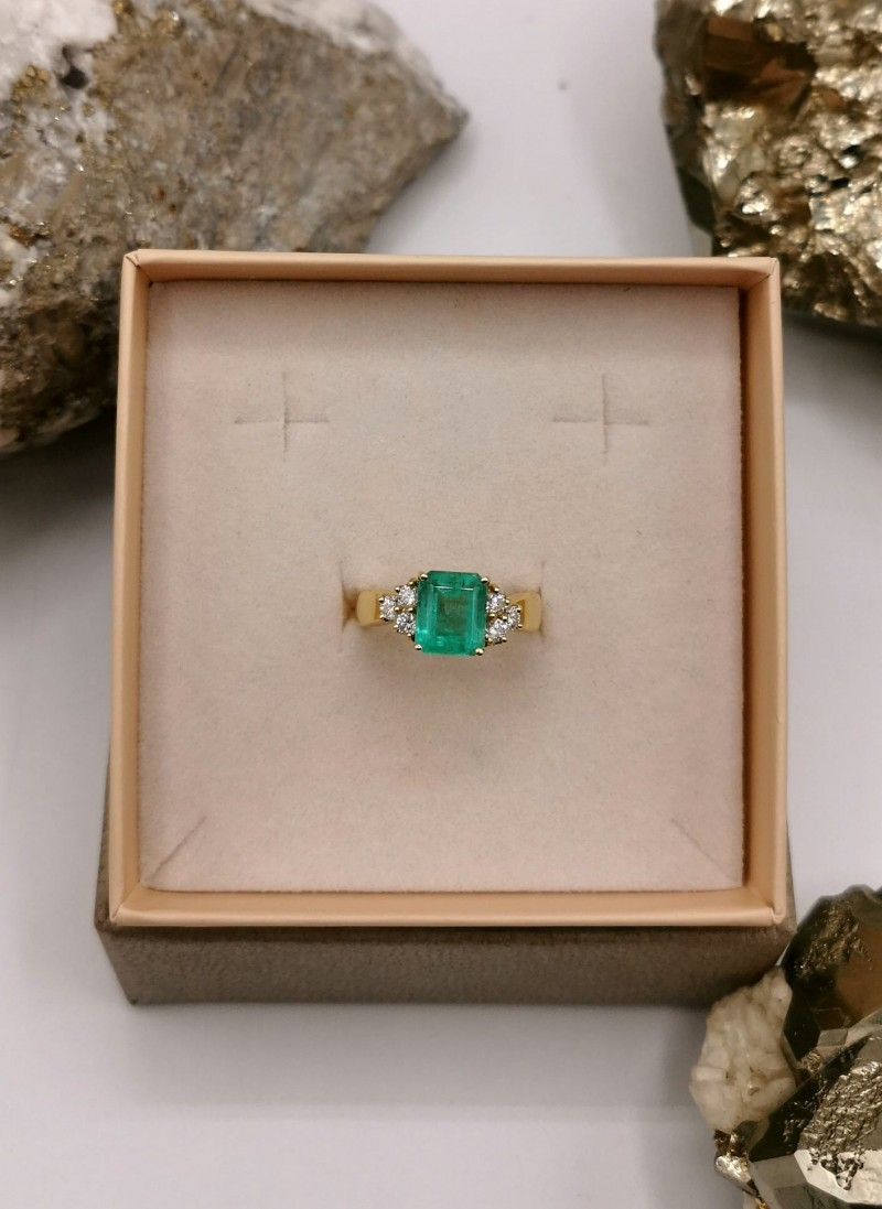 2,32ct Colombian Emerald 18k Solid Gold Ring with Diamonds ref. 34/76