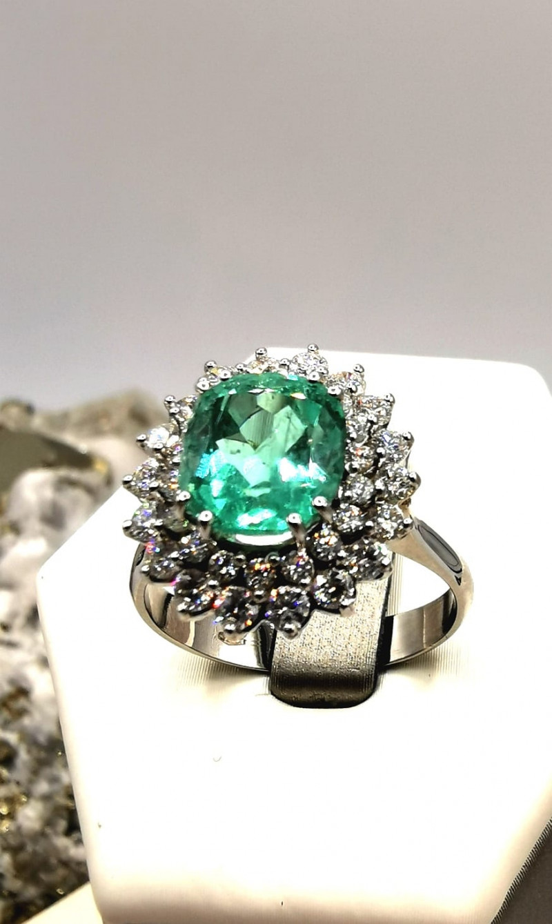 2,30ct Colombian Emerald 18k Solid Gold Ring with Diamonds Ref. 22/76