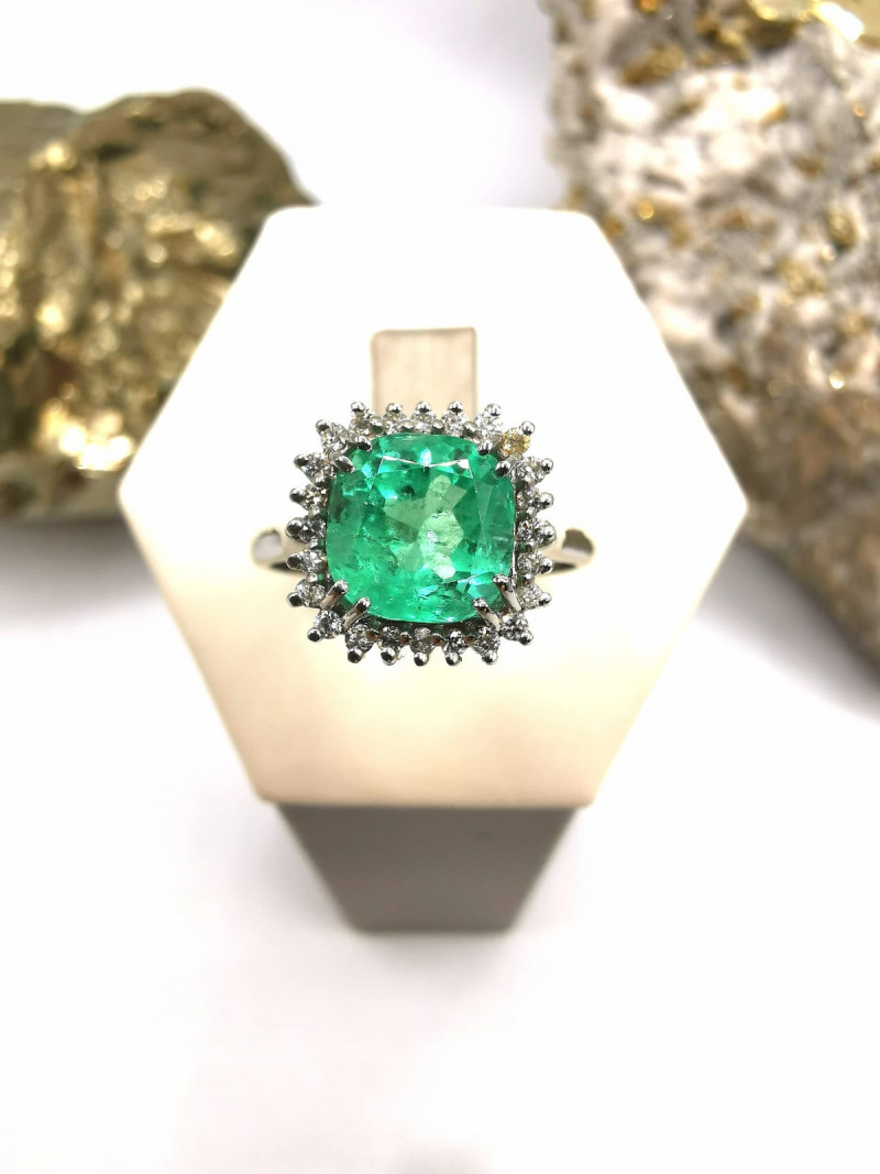 2,00ct Colombian Emerald 18k Solid Gold Ring with Diamonds ref. 45/76