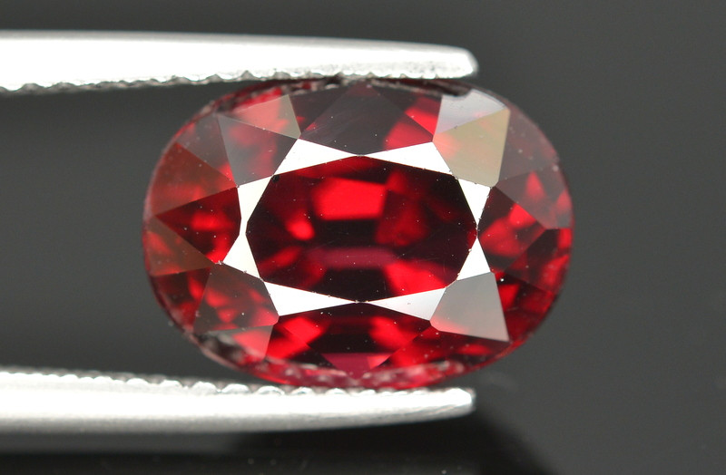 Gorgeous Color 5.20 Ct Almandine Red Garnet. RA