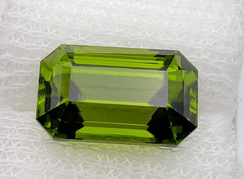 Peridot 8.68 cts oily green