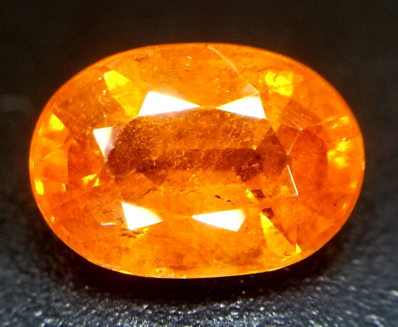 Spessartite, 2.60ct a shining stone full of fire!!