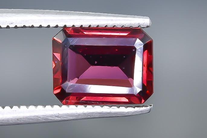 1.76 Crt Natural Rhodolite Garnet Faceted Gemstone.( AB 56)
