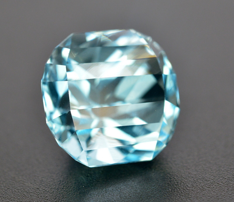 18.10 Ct Amazing Color Natural Blue Topaz ~ Swiss
