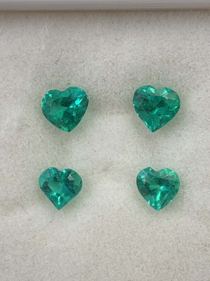 Colombian Emerald Top Quality Vivid Green Perfect Layout for Jewelery 1.35