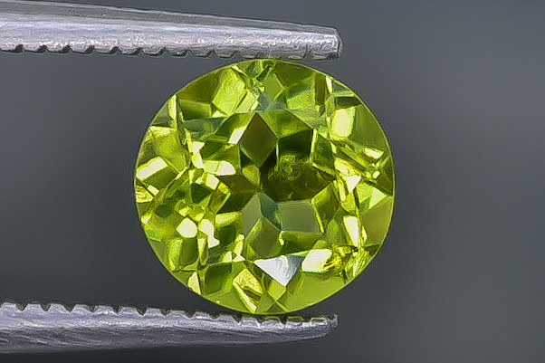 1.33 Crt Peridot  Faceted Gemstone (Rk-28)