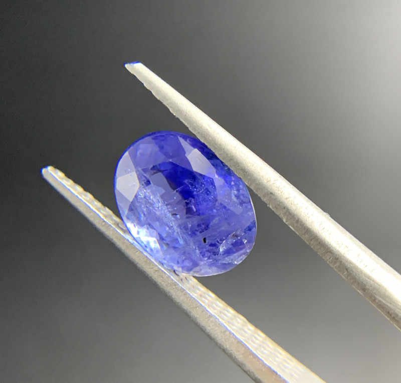 2.76 ct Natural Tanzanite Oval Cut loose gemstone Ideal for mounting on jew