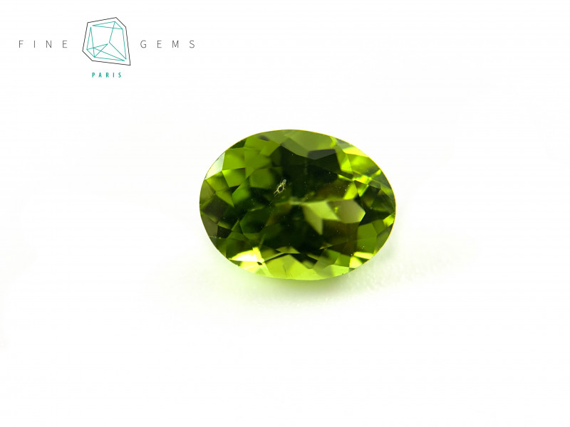 2.67 carats Natural Peridot Gemstone Oval Mixed cut
