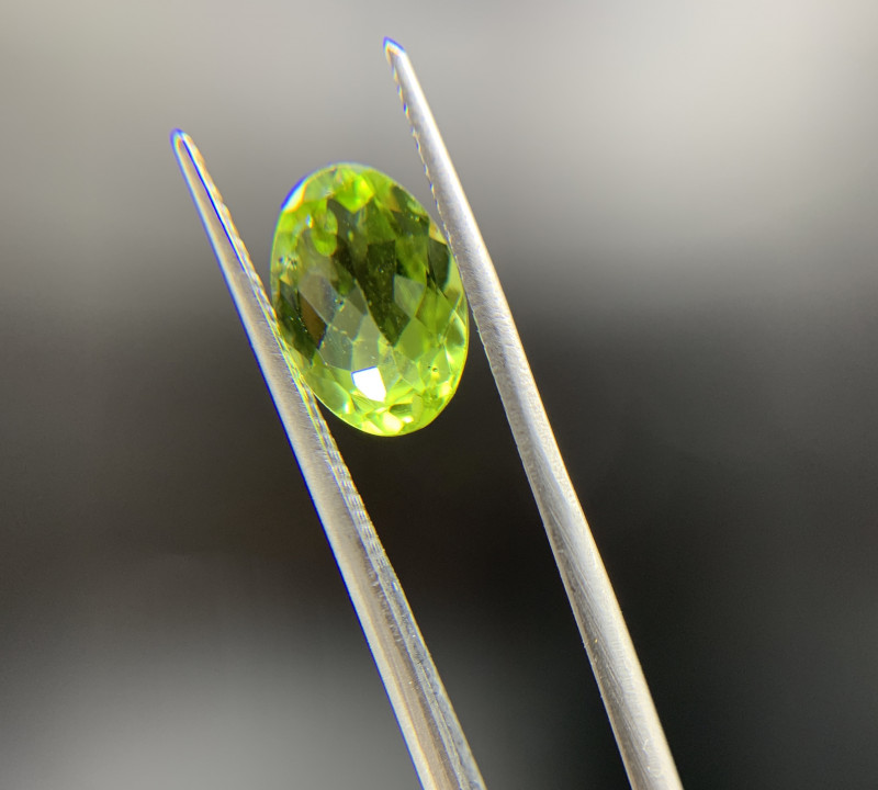 2.69 ct Natural Green Peridot Oval Cut loose gemstone Ideal for mounting on