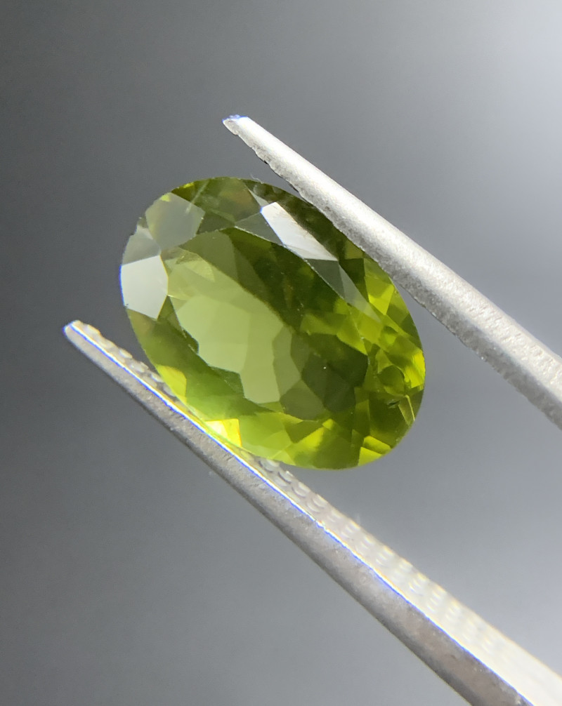 3.37 ct Natural Peridot Oval Cut Green Loose Gemstone Ideal for mounting on