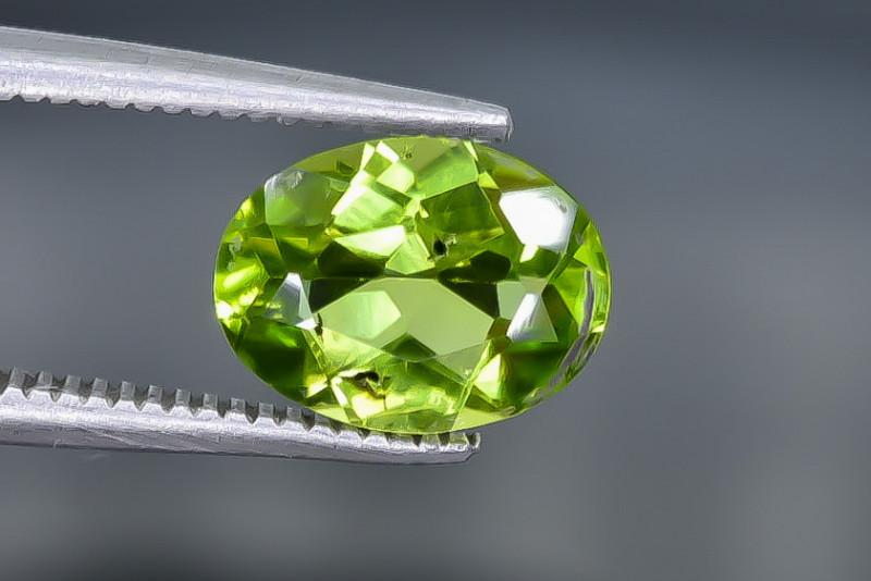 1.69 Crt  Peridot Faceted Gemstone (Rk-29)