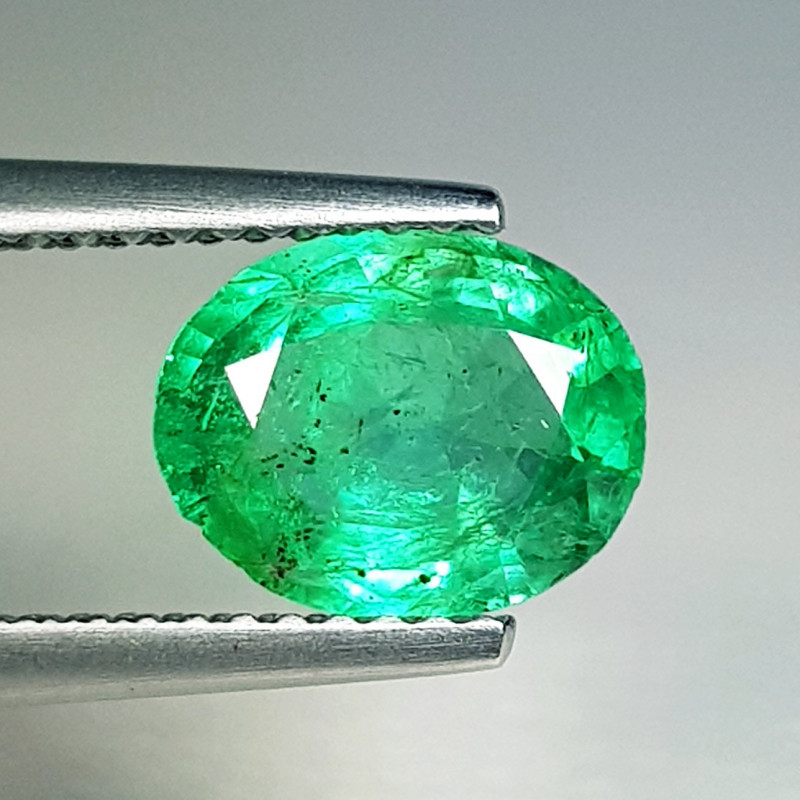 1.44 ct  Top Luster Stunning Oval Cut Natural Emerald