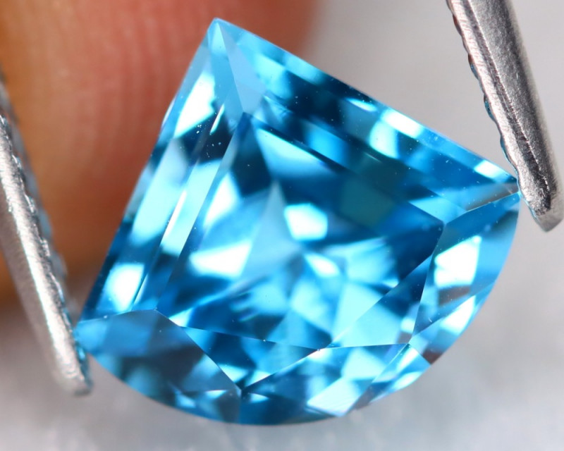 Swiss Topaz 1.91Ct VVS Fancy Trillion Cut Natural Swiss Blue Topaz C1803