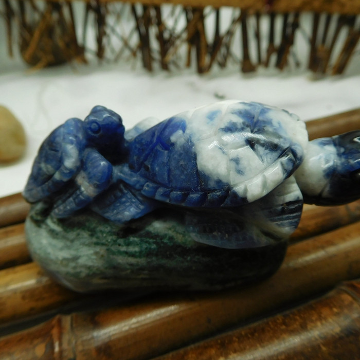 Natural sodalite carved turtle figurine (D166)