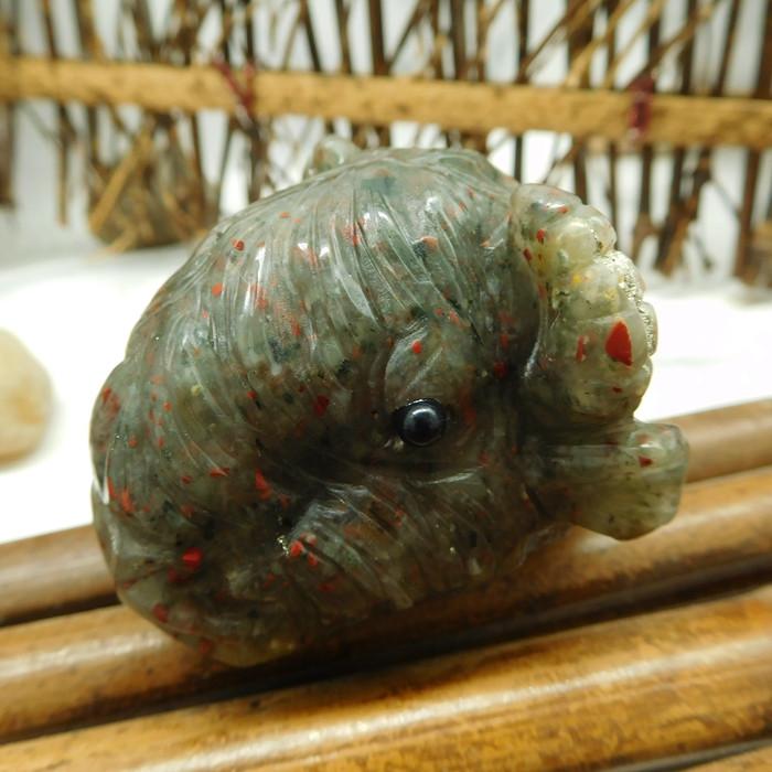 Gemstone carved sheep decoration (D171)