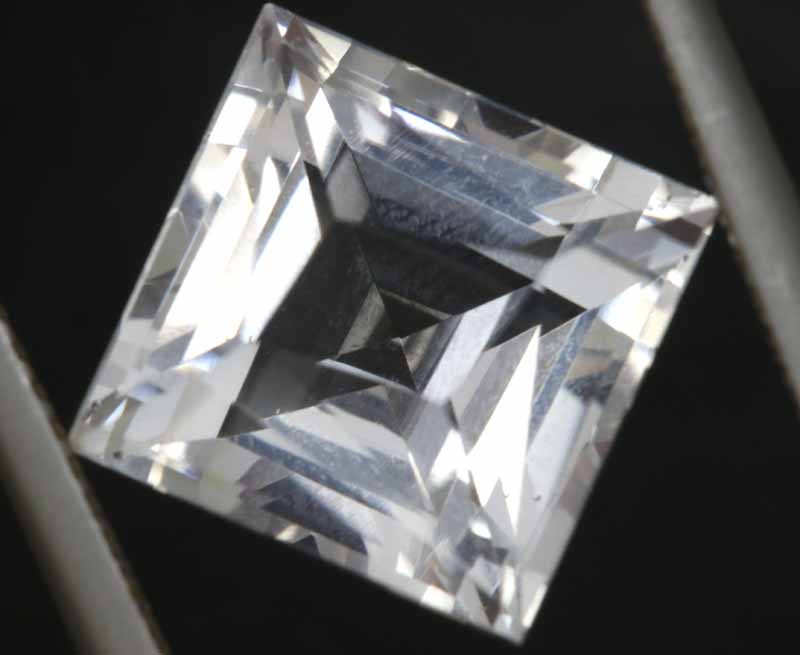 5.50 CTS  VVS QUALITY  WHITE QUARTZ FACETED  CG-2981